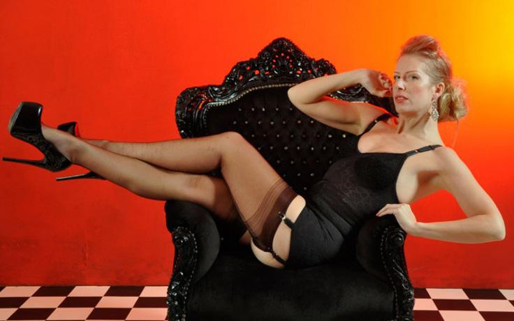Le perversioni fetish degli uomini : il piacere per la lingerie ed nylon